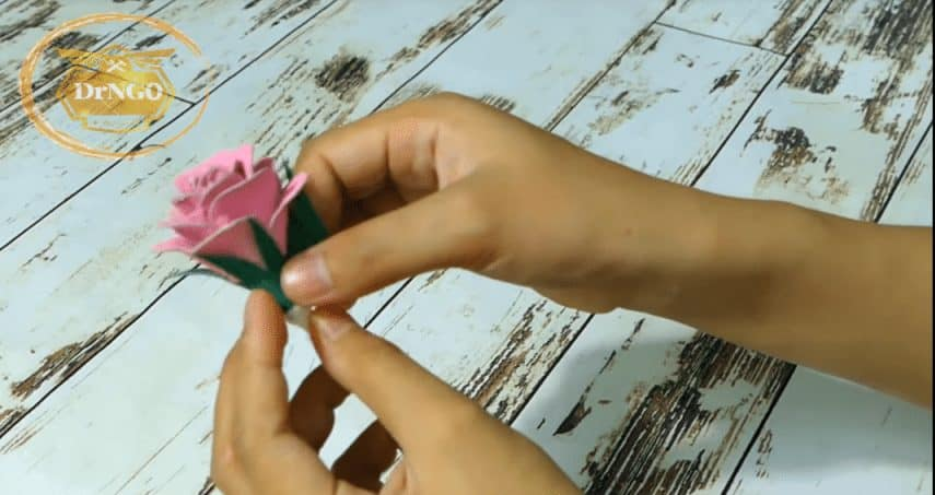 Beautiful roses from upcycled egg carton box